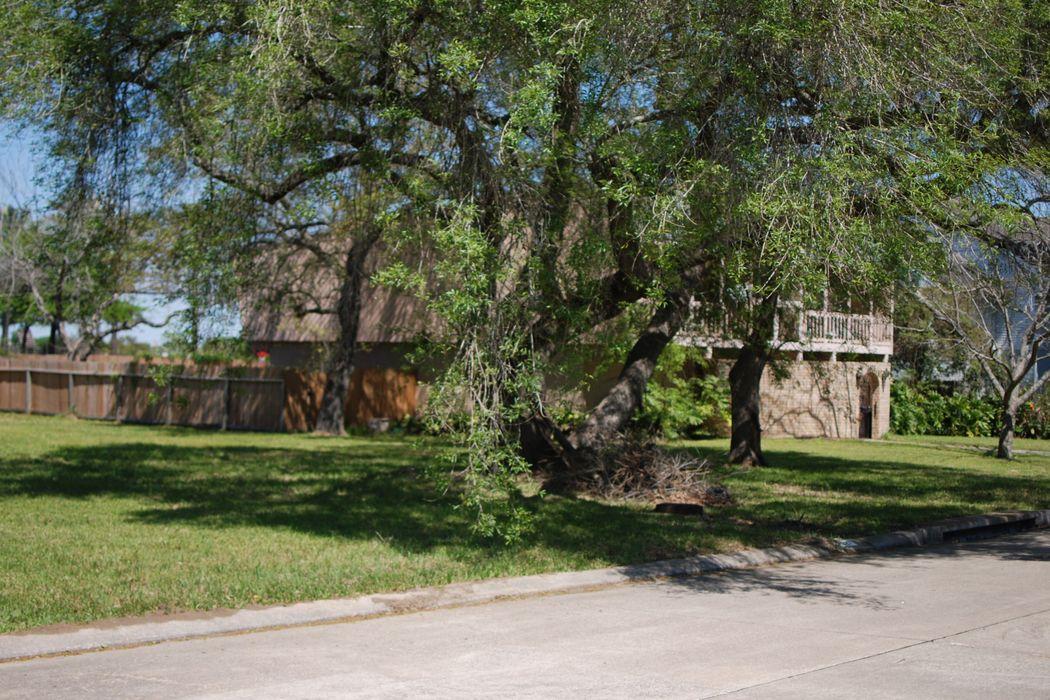 2527 Lazy Lake Drive Houston, TX 77058