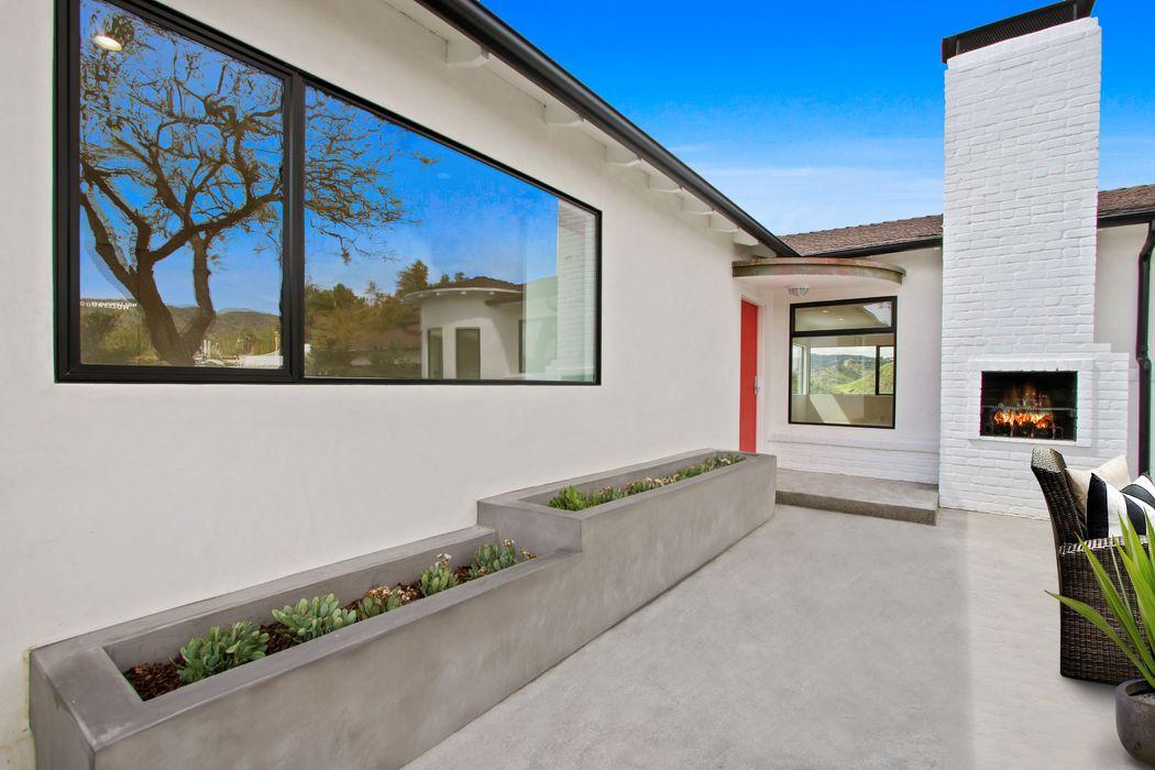 2461 Creston Way Los Angeles, CA 90068