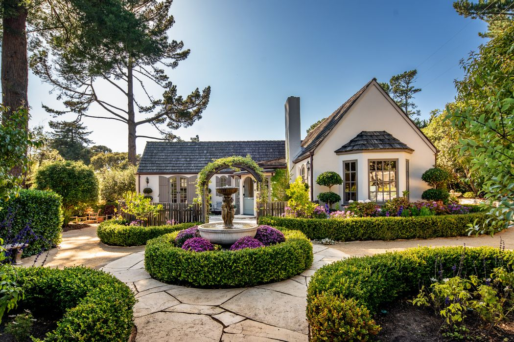 Stunning Cottage in Carmel Estates