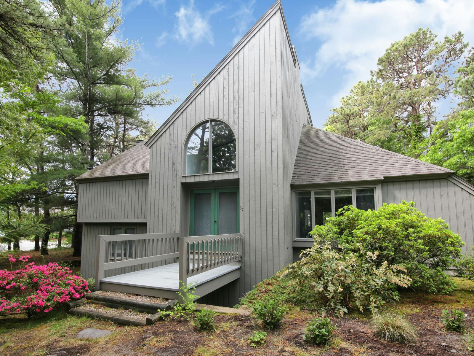 Cotuit Contemporary, Cotuit MA Single Family Home - Cape Cod Real Estate