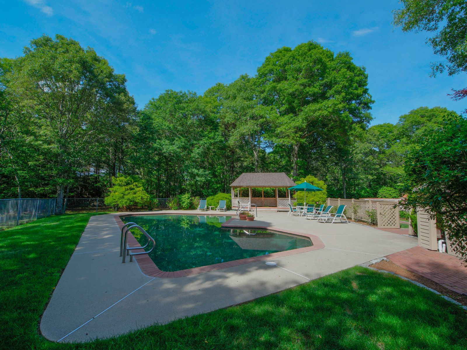 Beautiful 2.76 Acre Seapuit Estate
