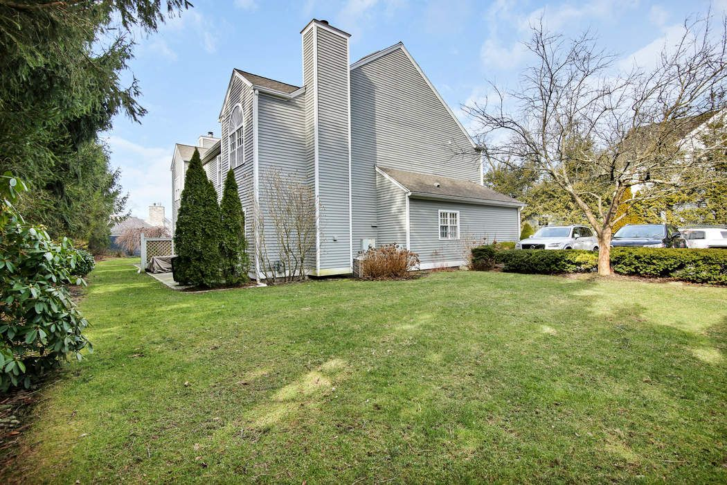 28 Home Place Greenwich, CT 06830