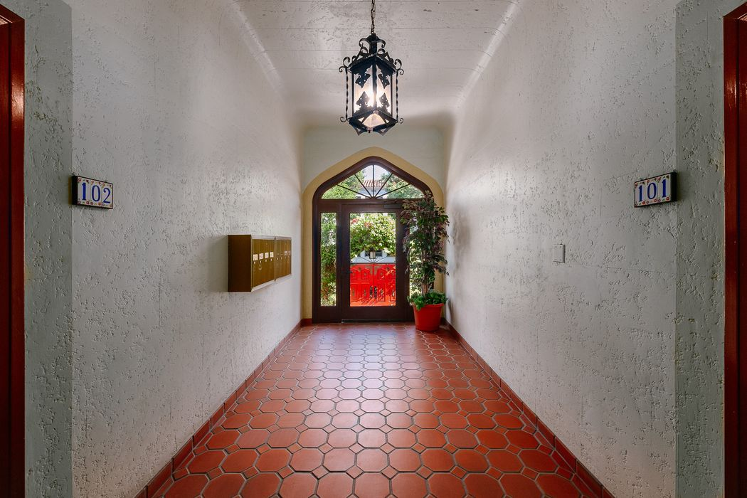 1909 N Commonwealth Ave 107 Los Angeles, CA 90027
