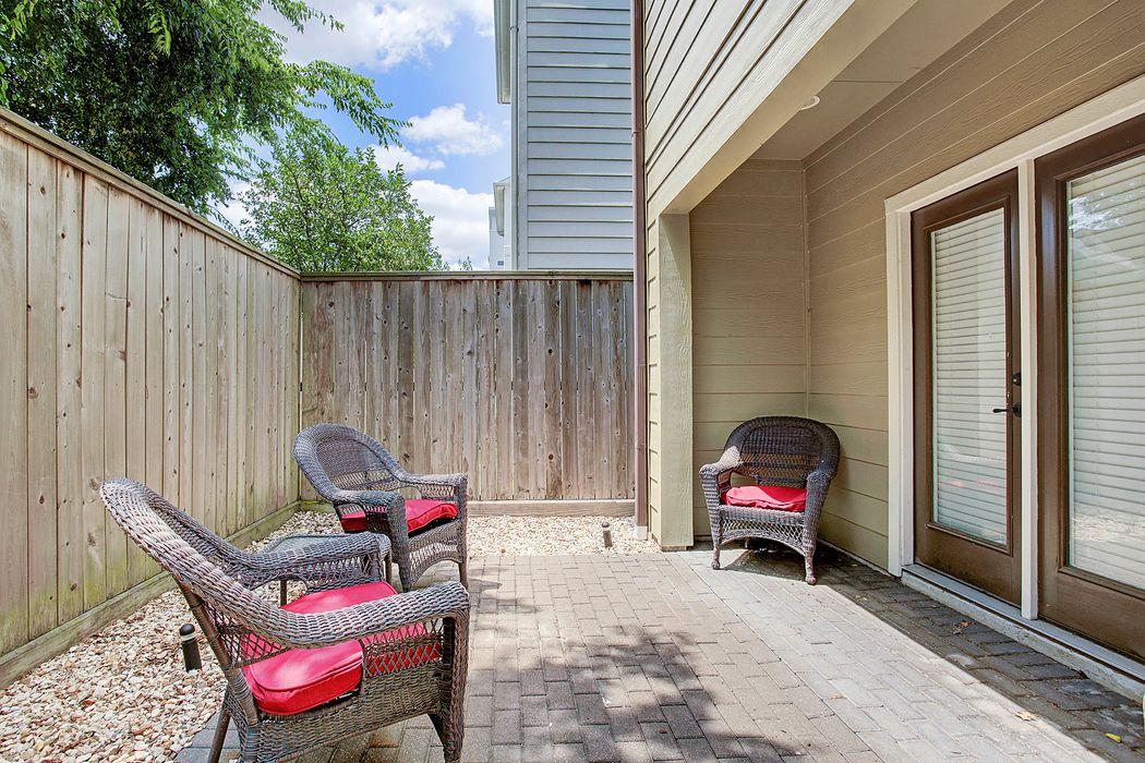 1124 West 24th Street Houston, TX 77008