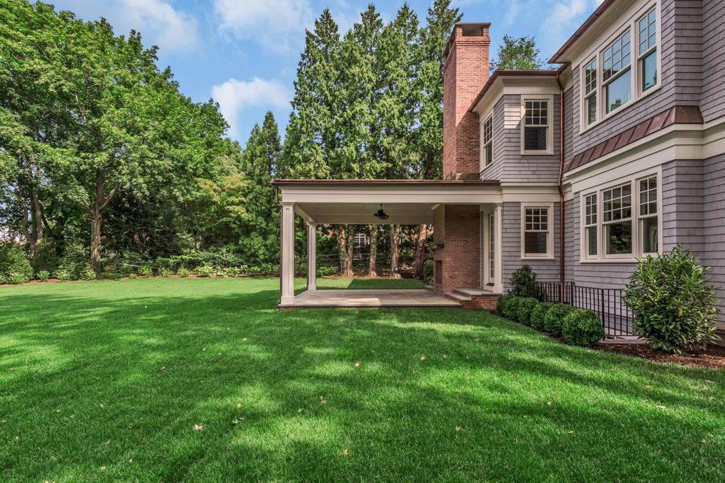 9 Shaw Place Riverside, CT 06878