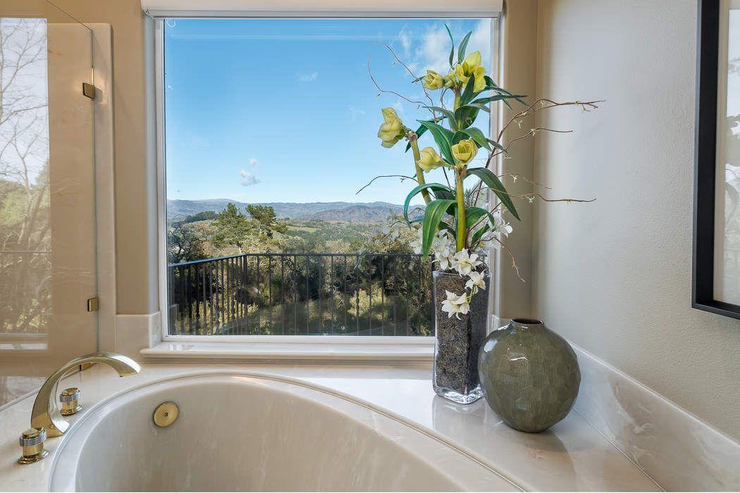 916 Villa Chanticleer Rd Healdsburg, CA 95448