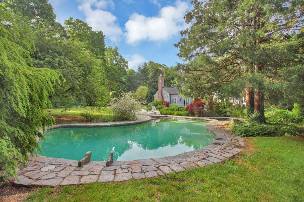 9 Field Point Circle Greenwich, CT 06830