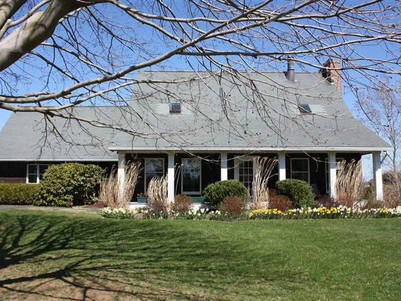 Stylish Farmhouse, Expansive Field Views