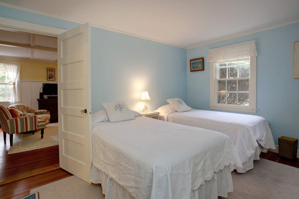 19 Woodland Road Osterville, MA 02655