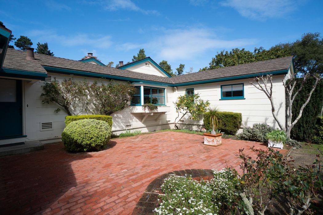 587 Viejo Road Carmel, CA 93923