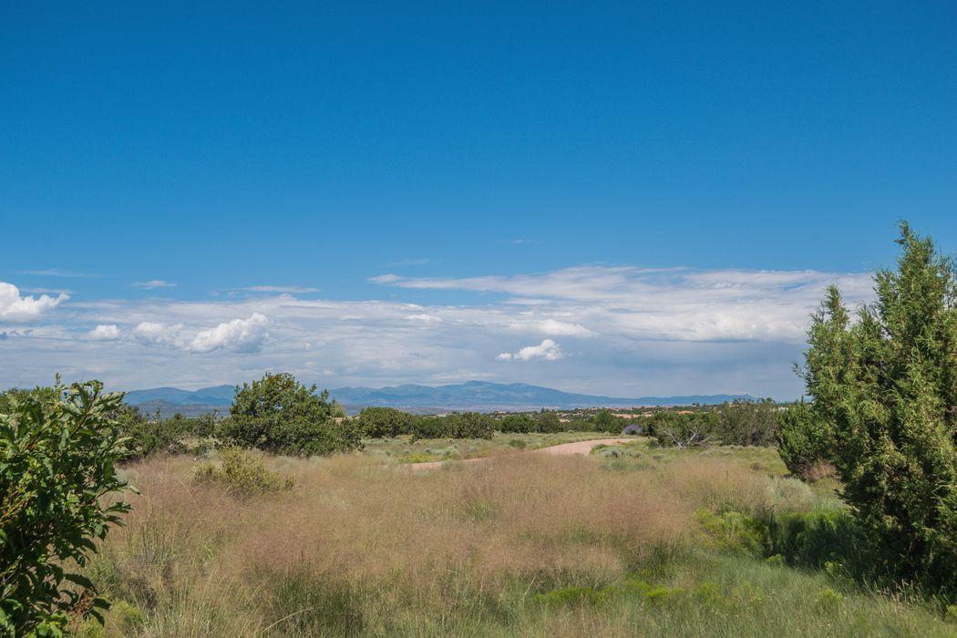 10 Cloud March East Santa Fe, NM 87506
