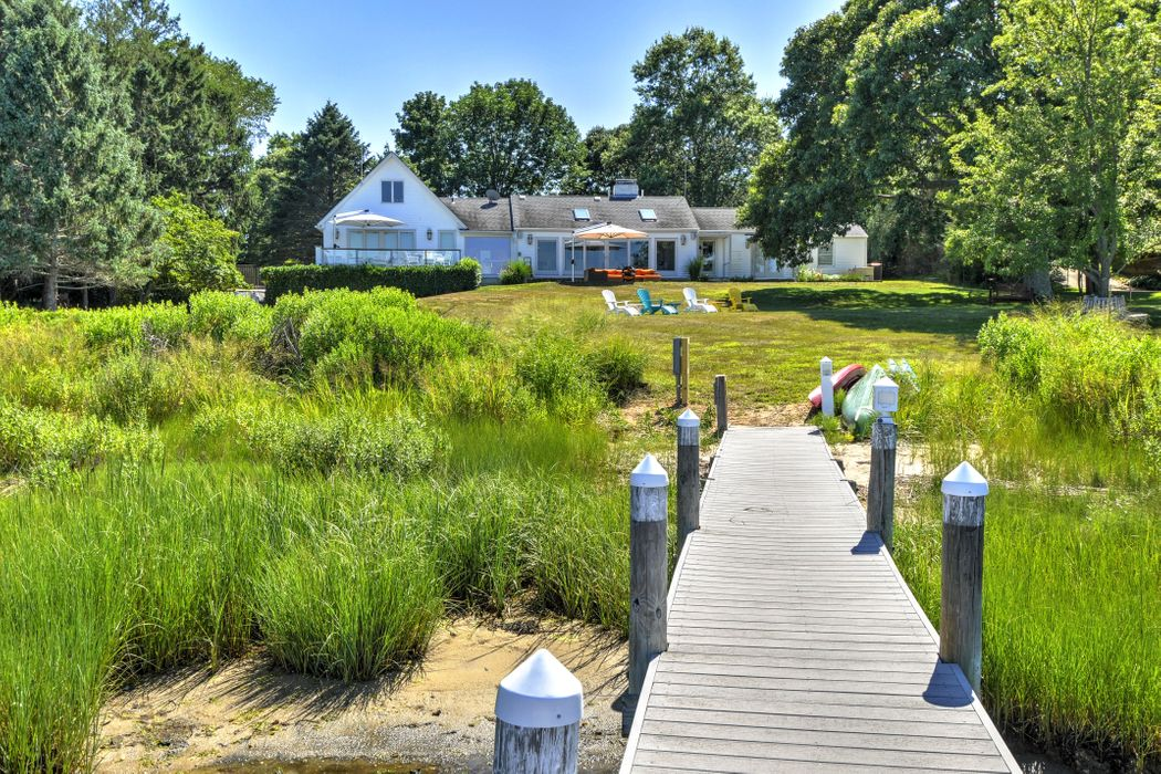 Private Bayfront Traditional Shelter Island, NY 11964