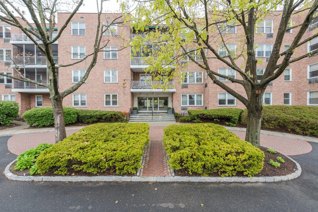 5 Putnam Hill, Unit 2h Greenwich, CT 06830
