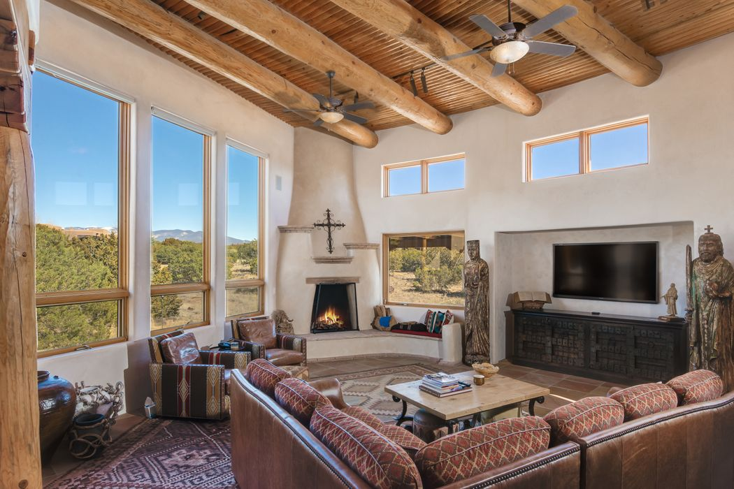 4 Bishops Dome Road Santa Fe, NM 87506