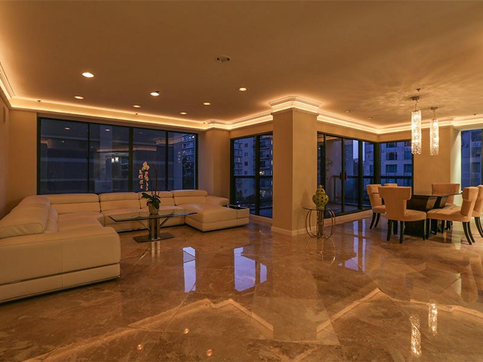 Luxury Living on the Wilshire Corridor