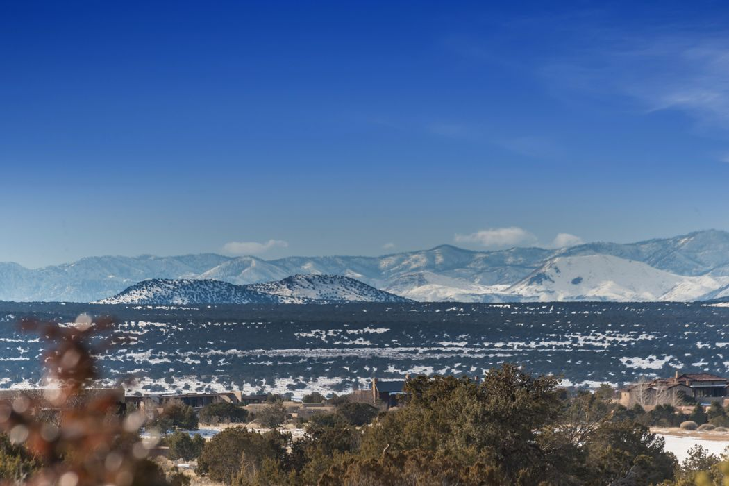 1 Delantera Ct Santa Fe, NM 87506