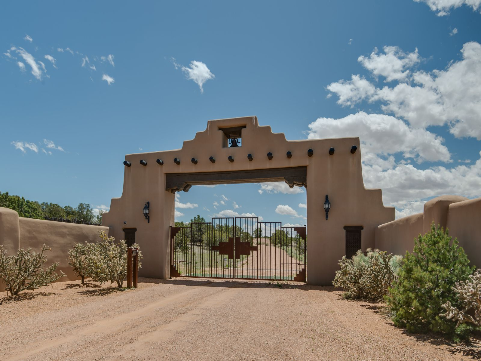 12 Avenida De Rey, Santa Fe NM Single Family Home - Santa Fe Real Estate