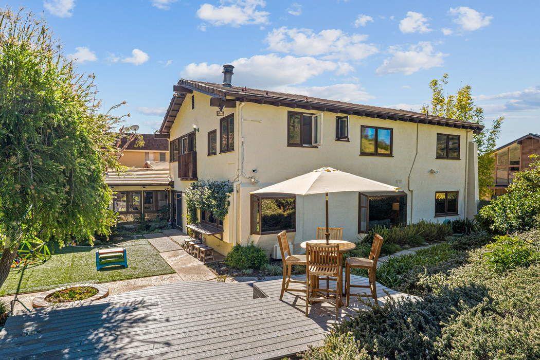 2550 La Condesa Drive Los Angeles, CA 90049