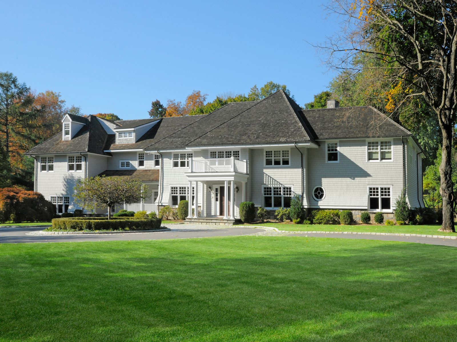 Country Classic, Greenwich CT Single Family Home - Greenwich Real Estate