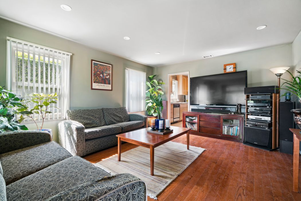 12109 Havelock Avenue Los Angeles, CA 90230