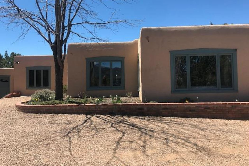 330 Circle Drive Santa Fe, NM 87501