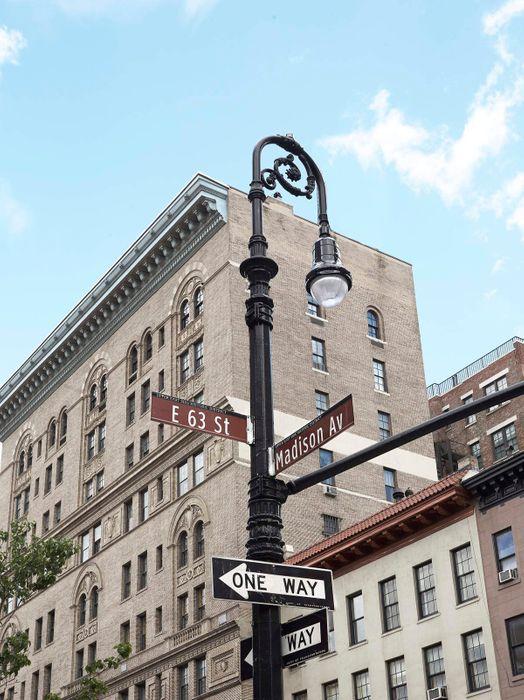 21 East 63rd Street New York, NY 10065