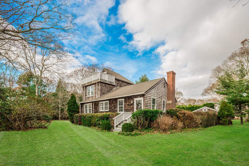 Charming Wainscott Farmhouse
