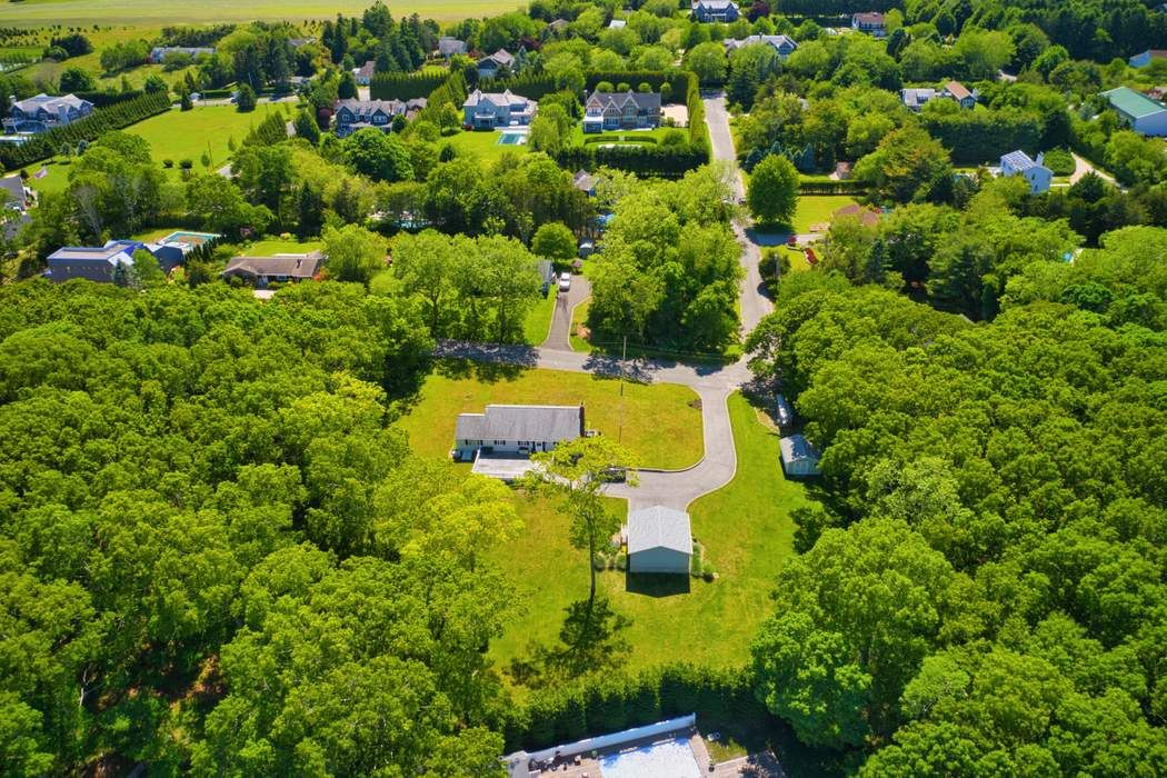 413 Woodland Drive Bridgehampton, NY 11932