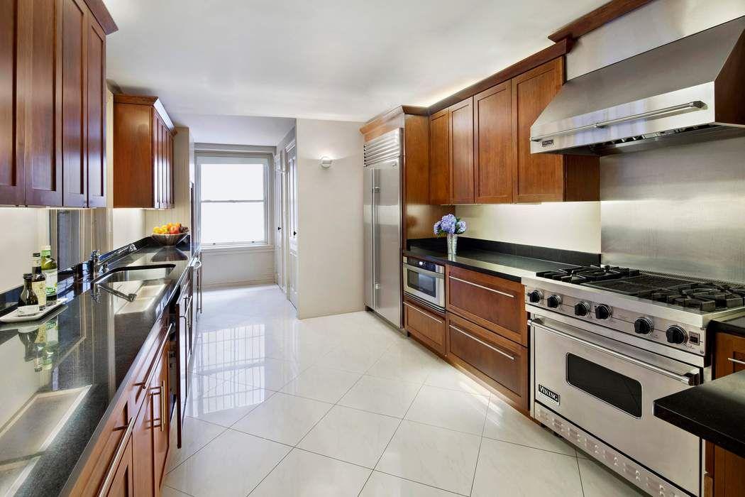 38 East 70th Street New York, NY 10021