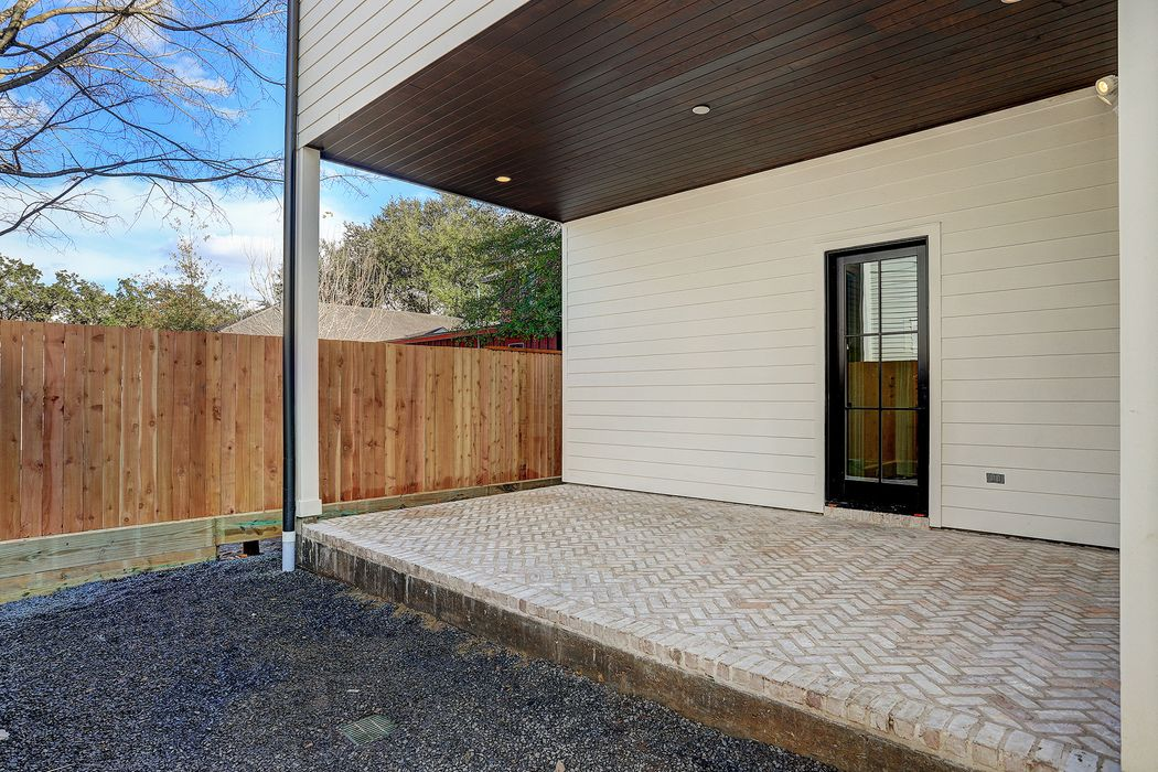 1718 Cherryhurst Street Houston, TX 77006
