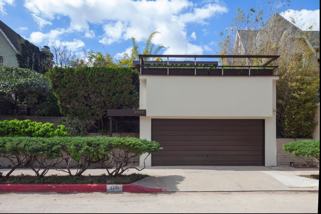 2305 W Silver Lake Dr Los Angeles, CA 90039