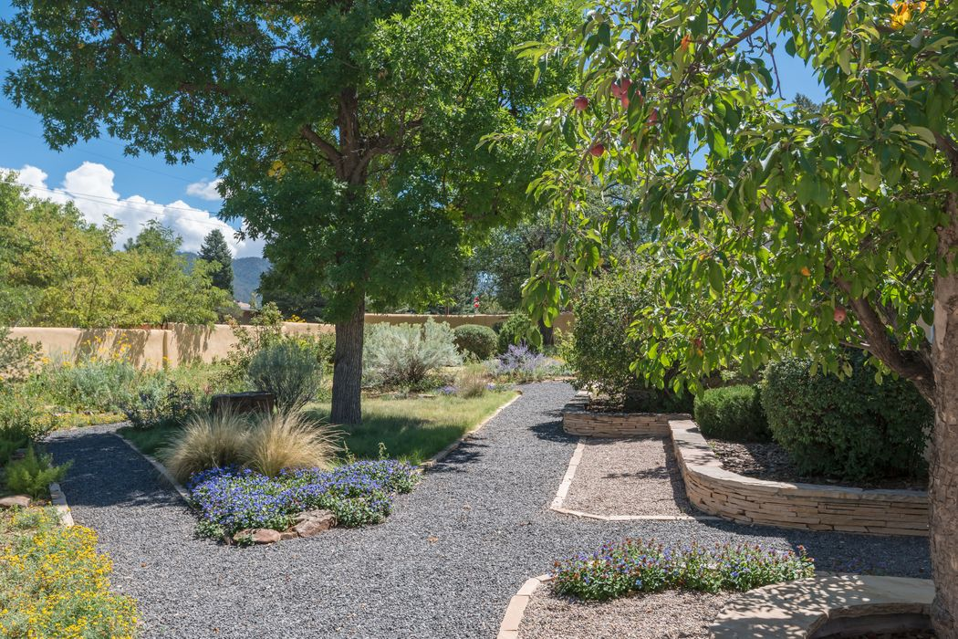 852 Old Santa Fe Trail Santa Fe, NM 87505