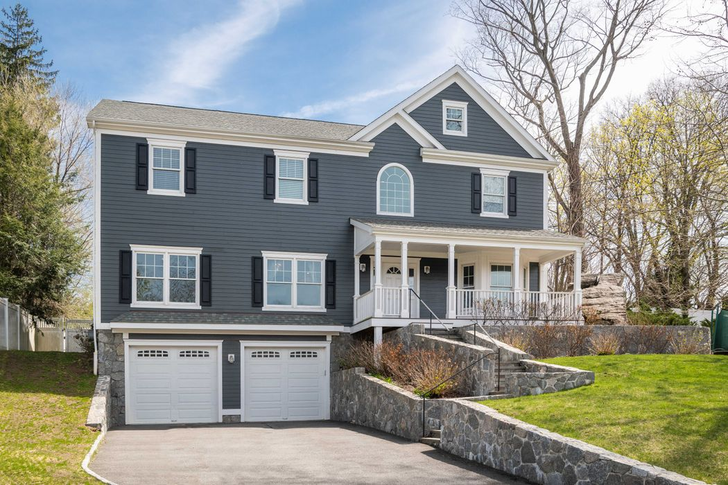 36 Meyer Place Riverside, CT 06878