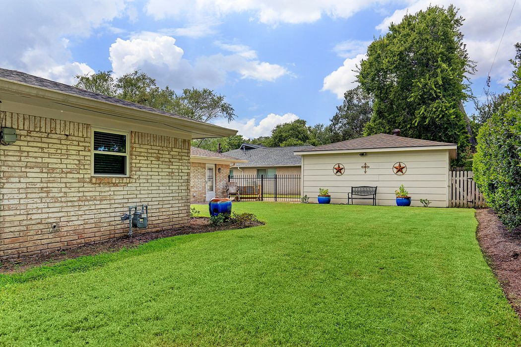 8310 Burning Hills Drive Houston, TX 77071