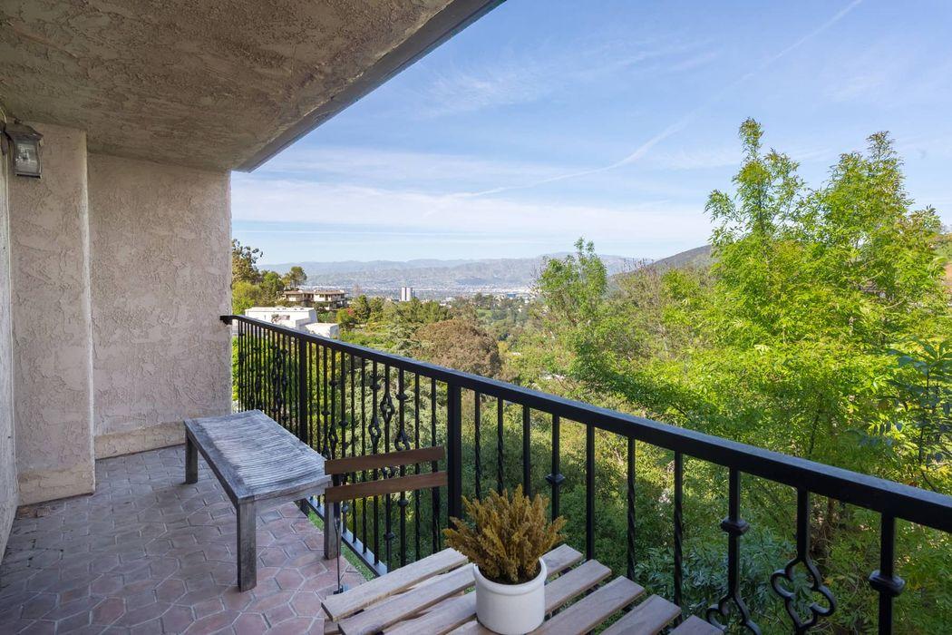 7321 Caverna Drive Los Angeles, CA 90068