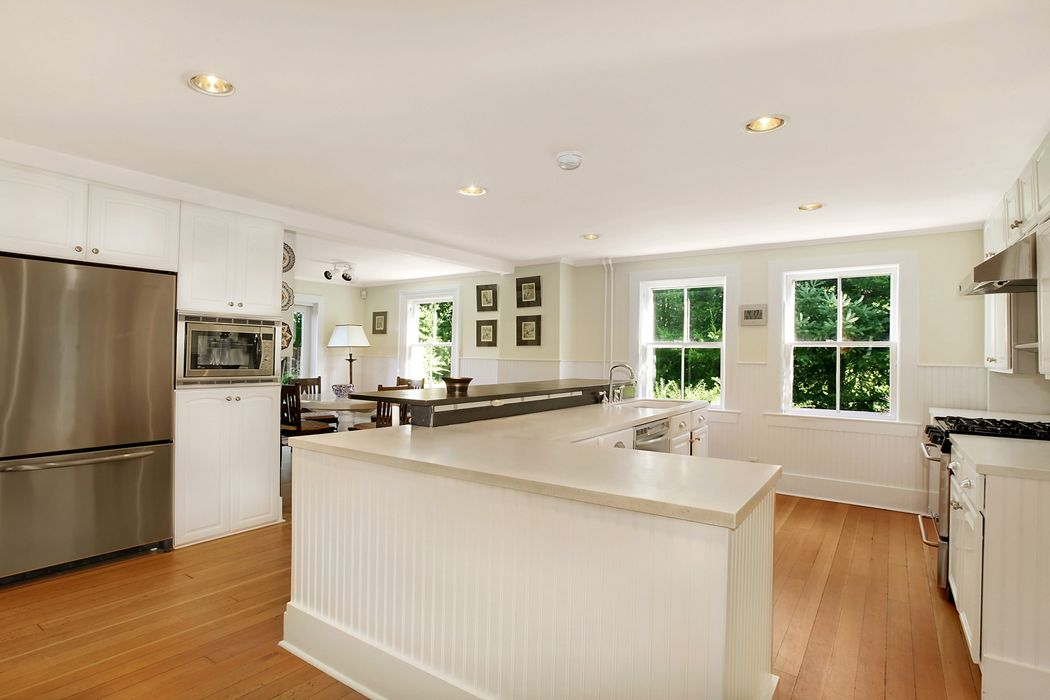 1780s Renovated Bridgehampton Farmhouse Bridgehampton, NY 11932