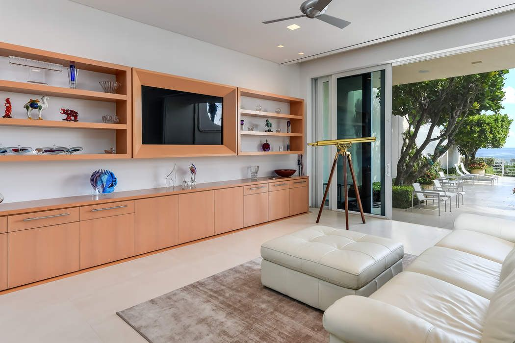 10 Sloans Curve Dr Palm Beach, FL 33480
