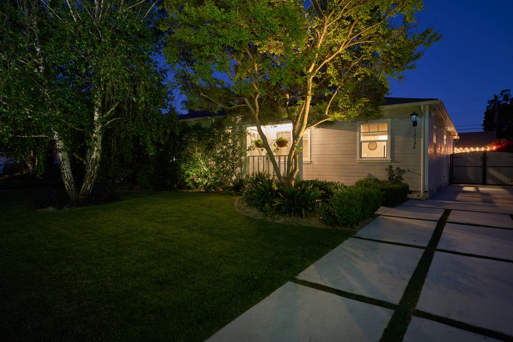 12136 Huston Street Valley Village, CA 91607