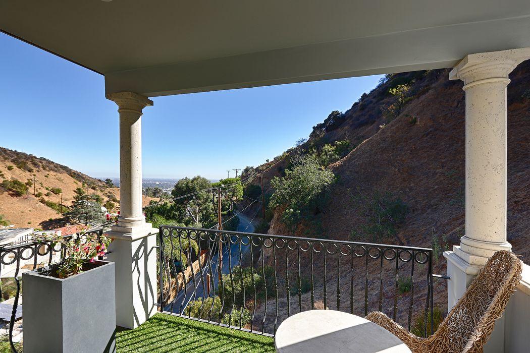 2063 Wattles Drive Los Angeles, CA 90046