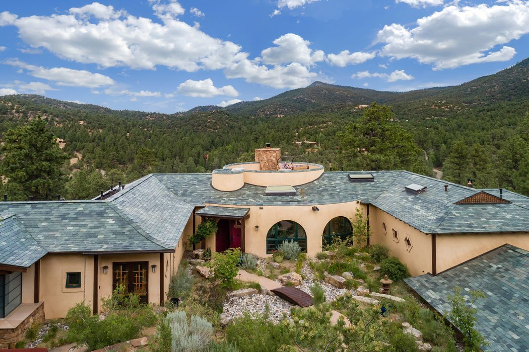 144 La Barbaria Road Santa Fe, NM 87505