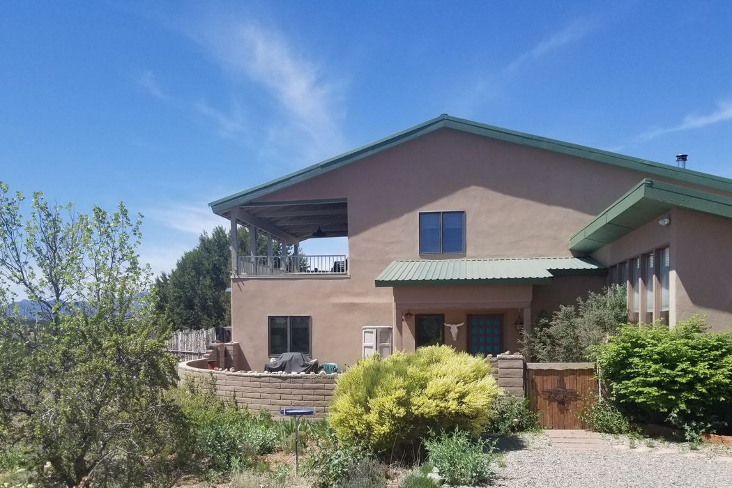 76 Arroyo Coyote Santa Fe, NM 87508
