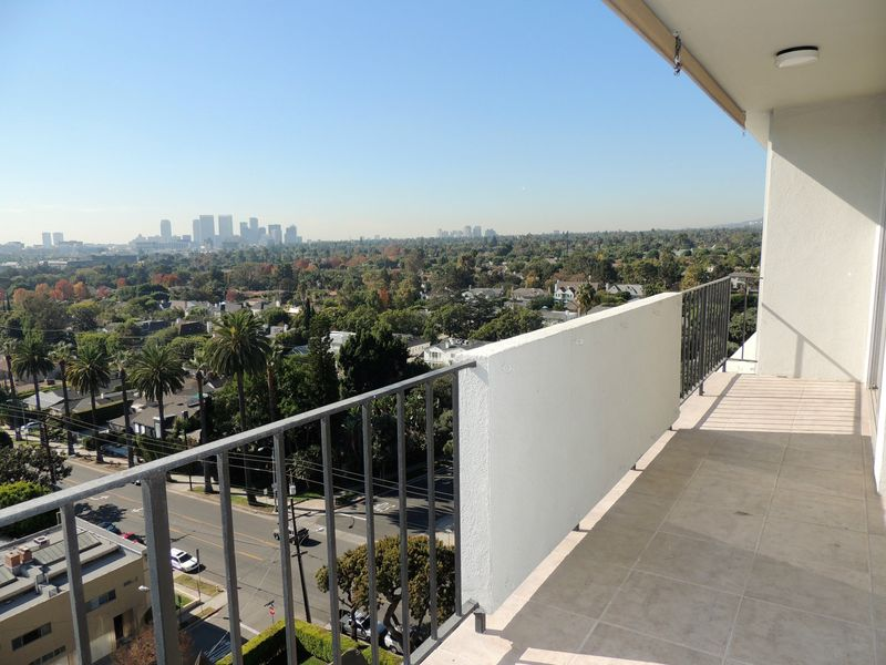 Contemporary with LA City Jetliner Views