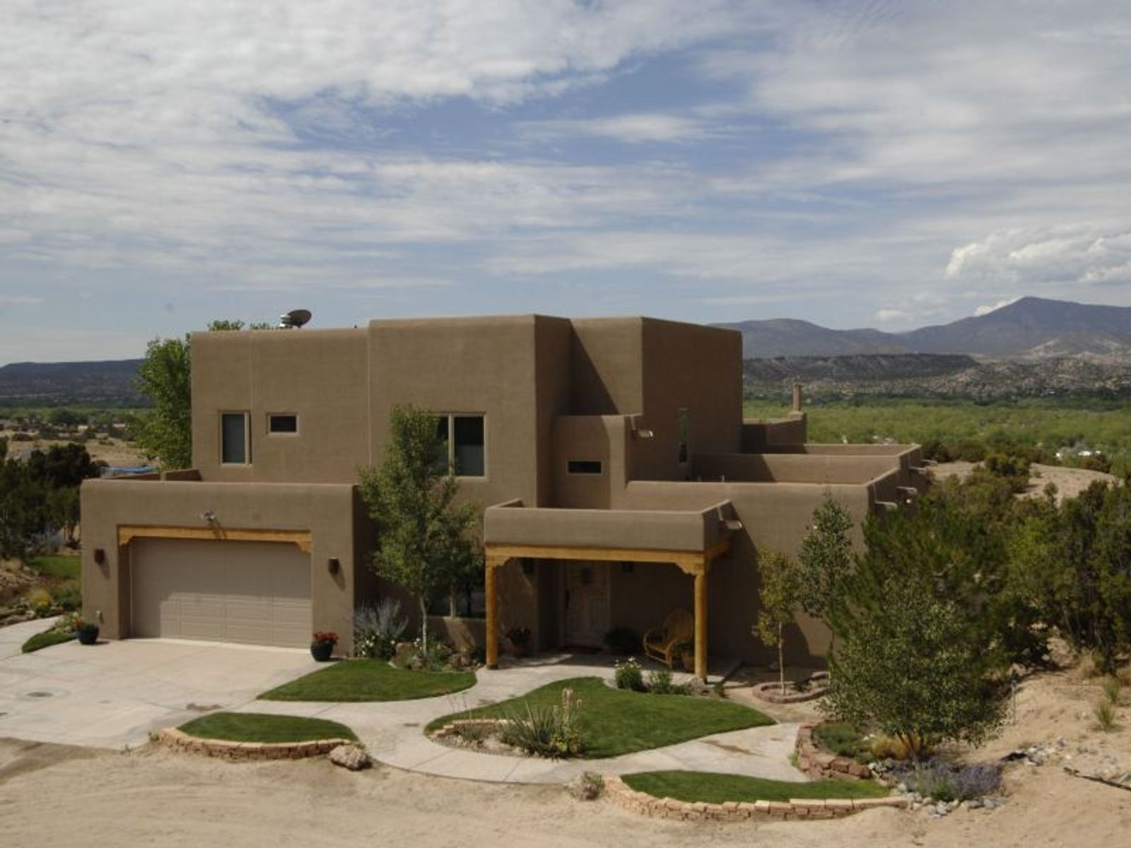 middle eastern singles in ojo caliente An hour north of santa fe, ojo caliente is a beloved destination in new mexico and the only place in the world that combines four distinct geothermal mineral waters (also known as.