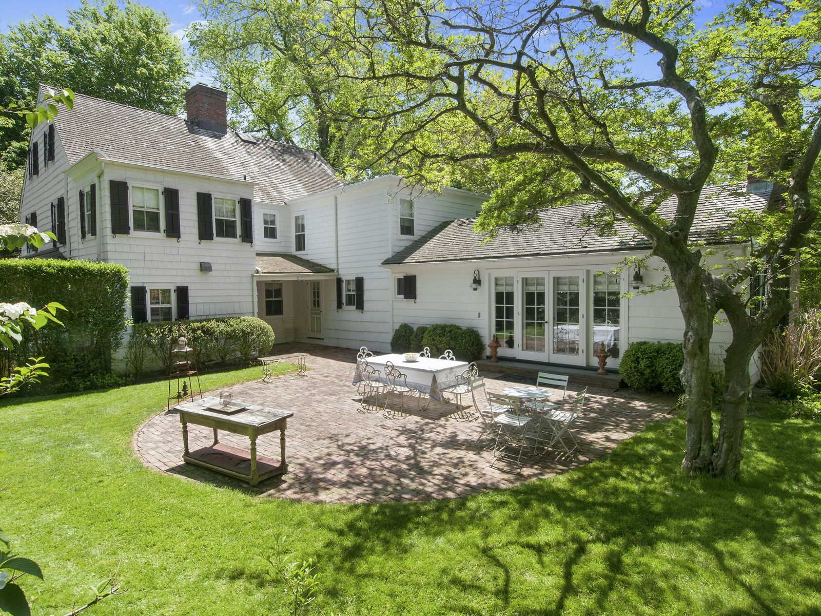 Historic and Elegant Traditional, East Hampton NY Single Family Home - Hamptons Real Estate