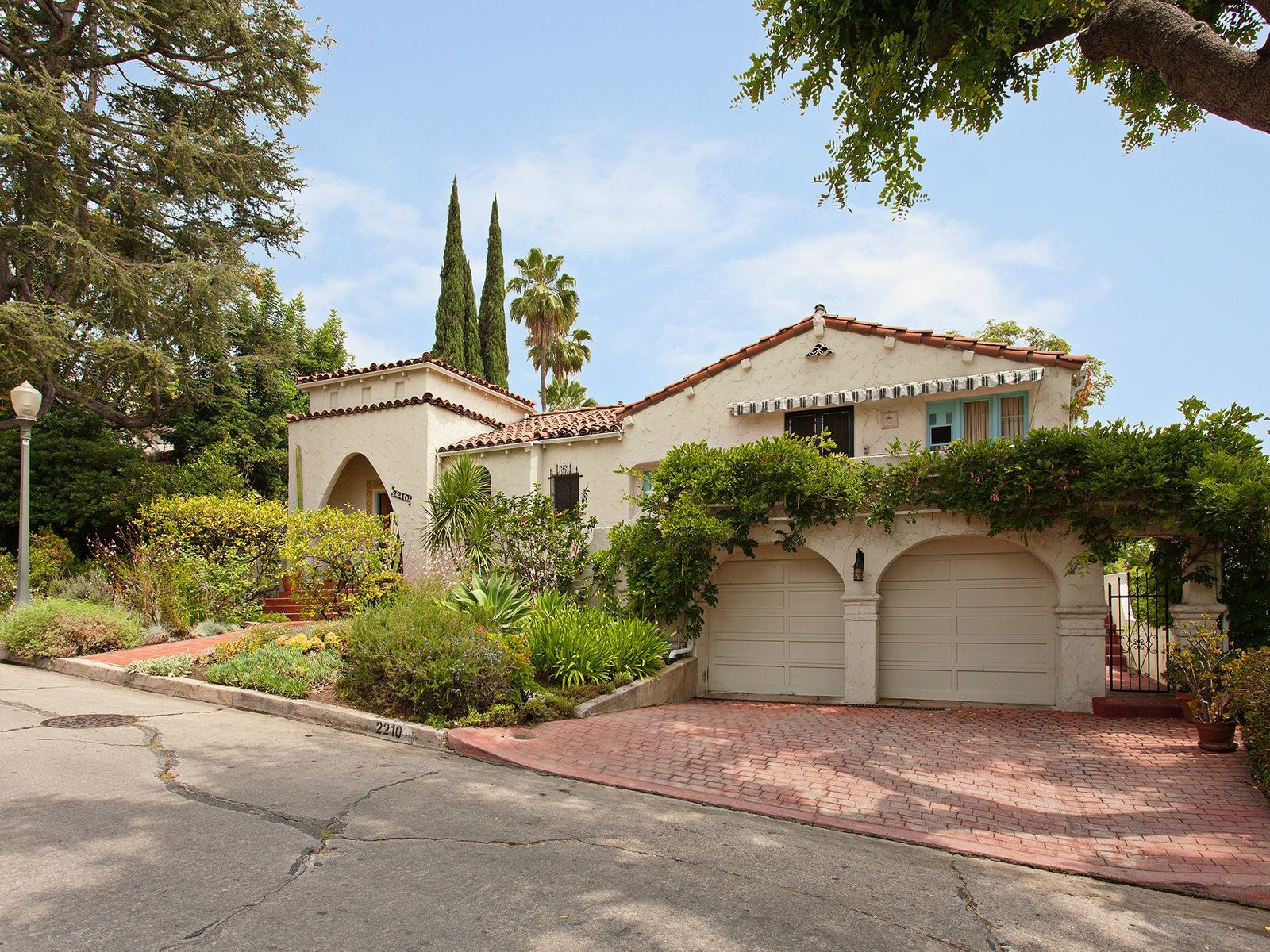 2210 Moreno Drive, Los Angeles CA Single Family Home - Los Angeles Real Estate