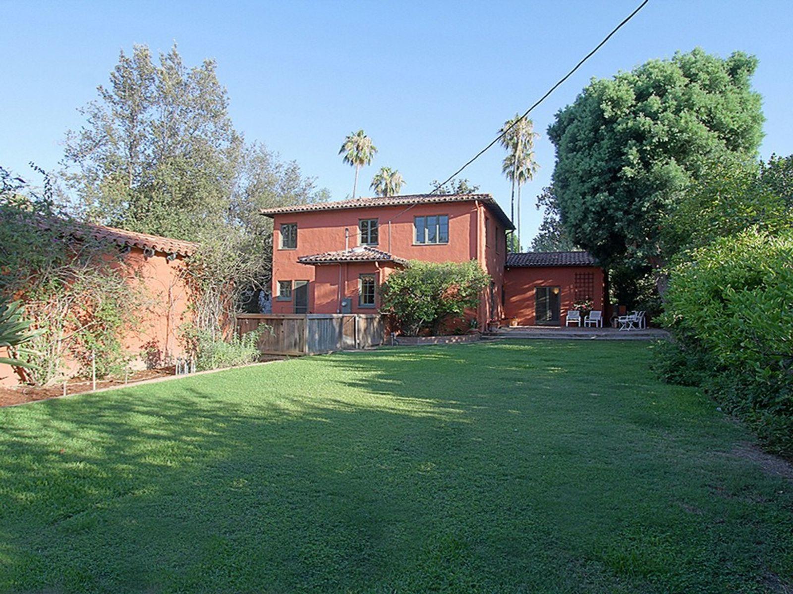 1559 Rose Villa Street