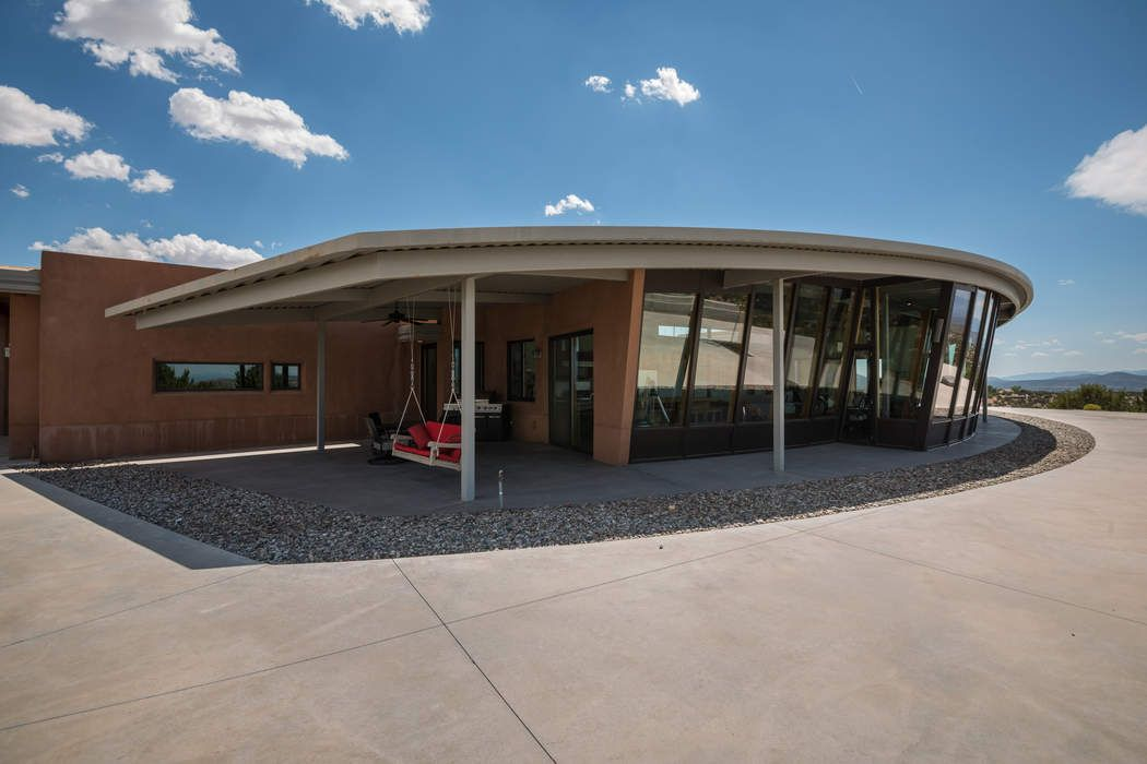33 Camino Montuoso Santa Fe, NM 87506