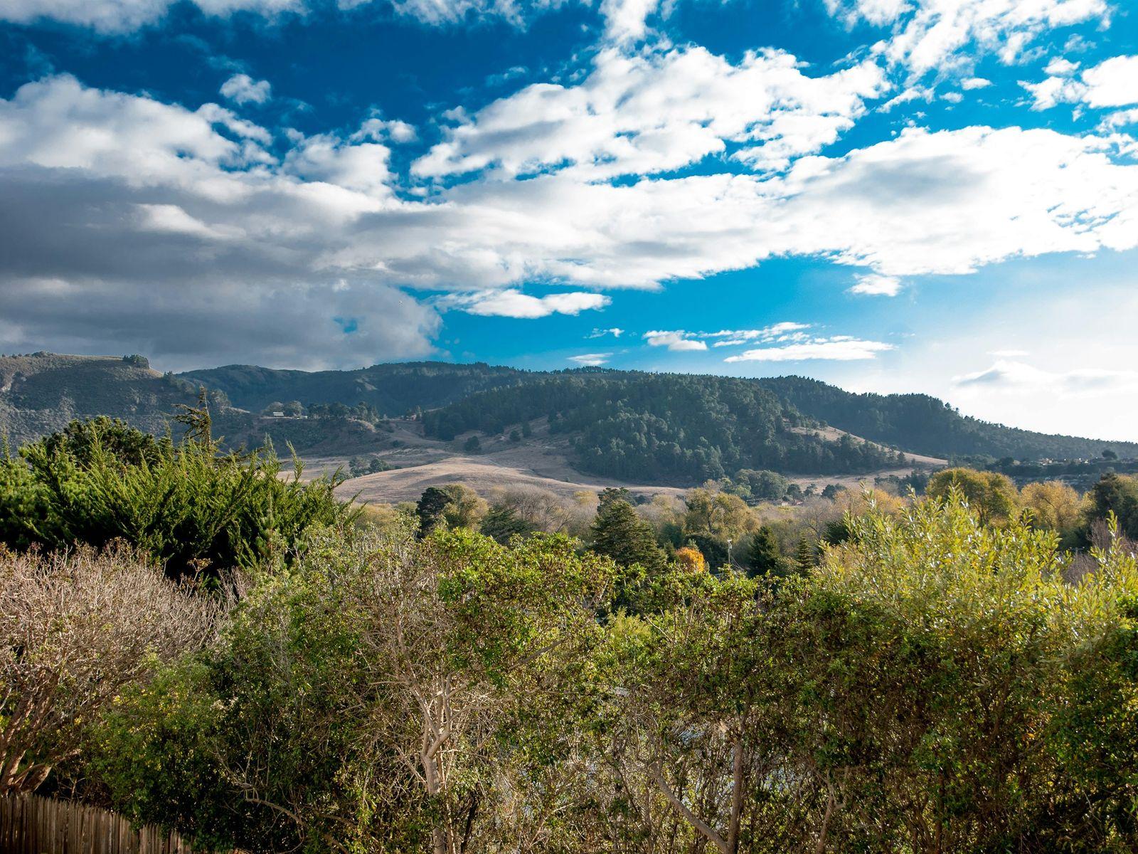 Spacious Hatton Fields View Home