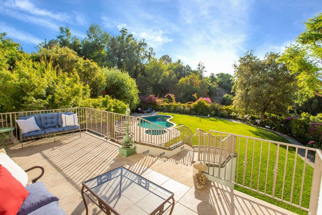 16869 Oak View Drive Encino, CA 91436