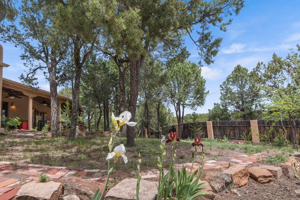 322 Pinos Verdes Santa Fe, NM 87501